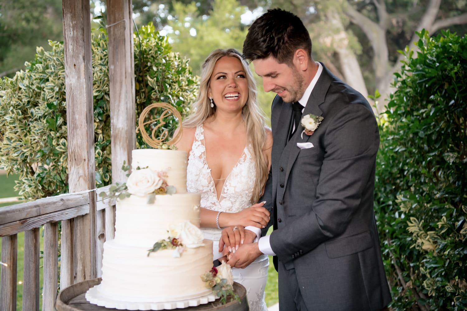 Couple cutting their cake at Stone House wedding reception