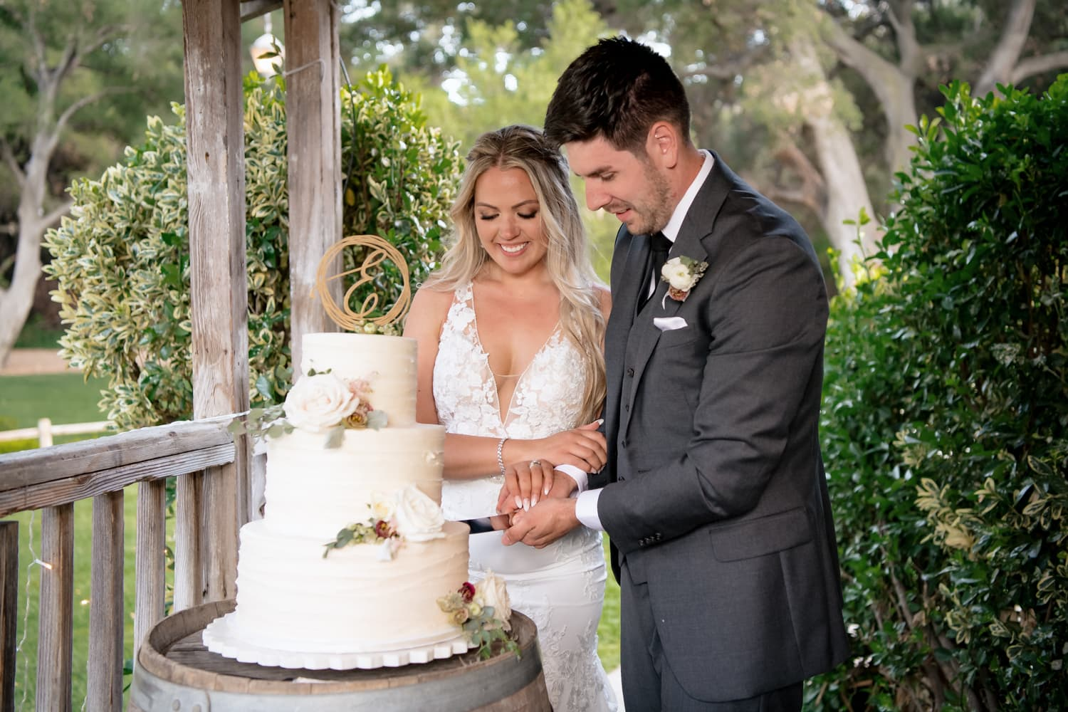 Couple cutting their cake at The Stone House in Temecula